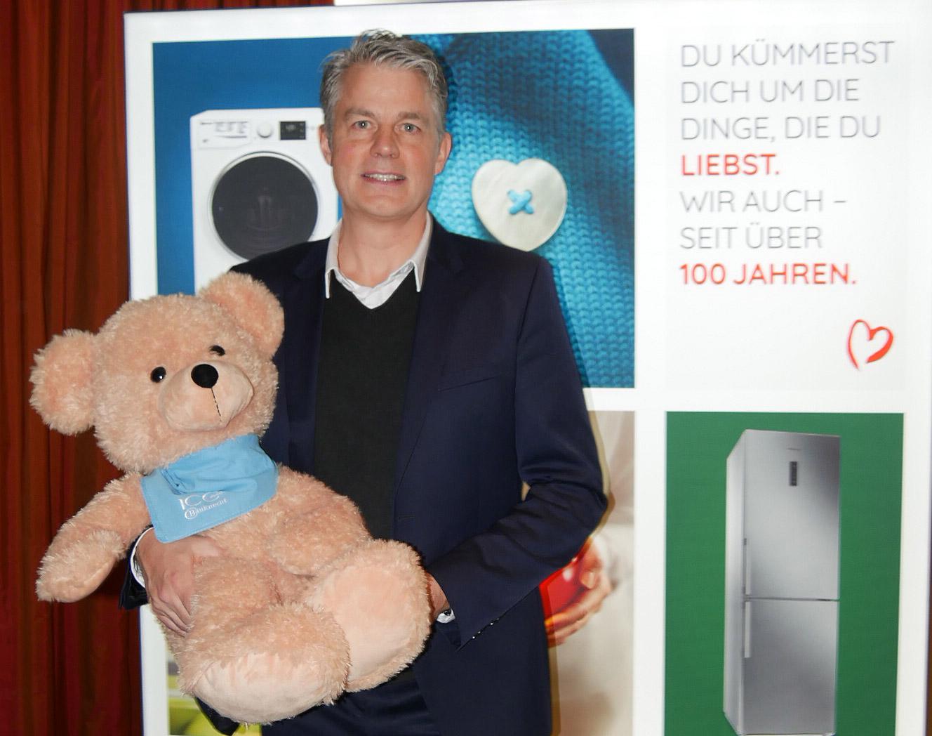 Mehr Wärme, Nähe und Geborgenheit: Jens-Christoph Bidlingmaier, Vorsitzender der Bauknecht-Geschäftsführung, stellte das neue Key Visual vor.