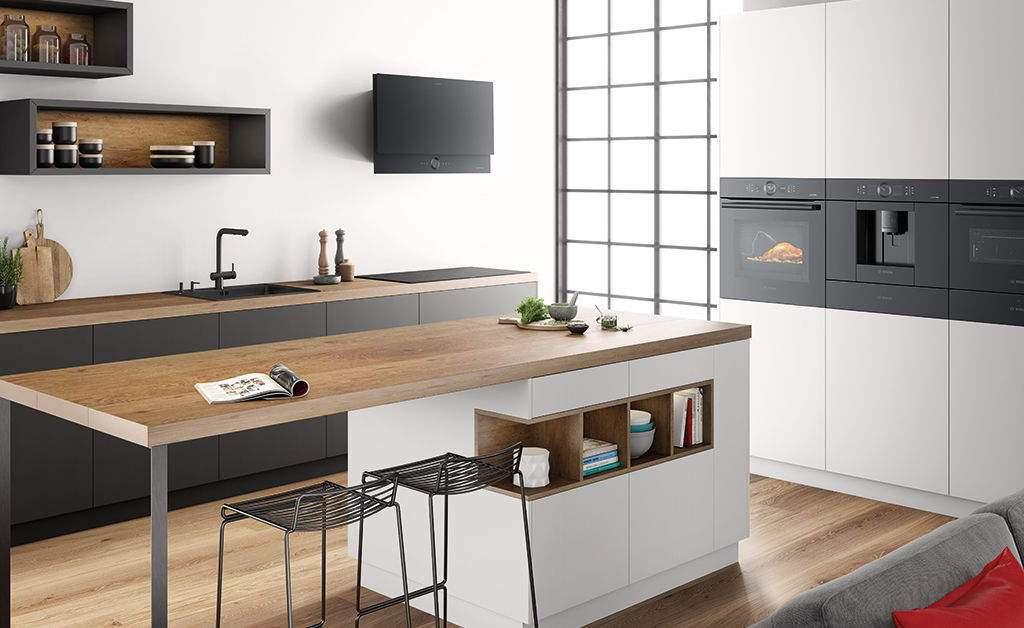 """Blickfang in der Küche: die Gerätereihe """"accent line carbon black"""" von Bosch."""