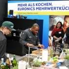 Siemens Markenbotschafter Nelson Müller faszinierte die Euronicer mit seinen Kochkünsten
