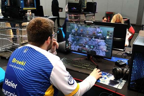 Über sein erfolgreiches eSports-Team spricht Euronics nicht nur junge Leute an.