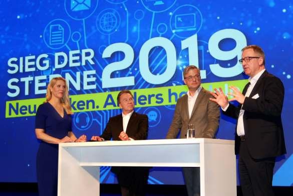 Diskutieren lebhaft über die Thesen von Prof. Baltes (v.li): Judith Rakers, Benedict Kober, Prof. Baltes, Jochen Mauch.