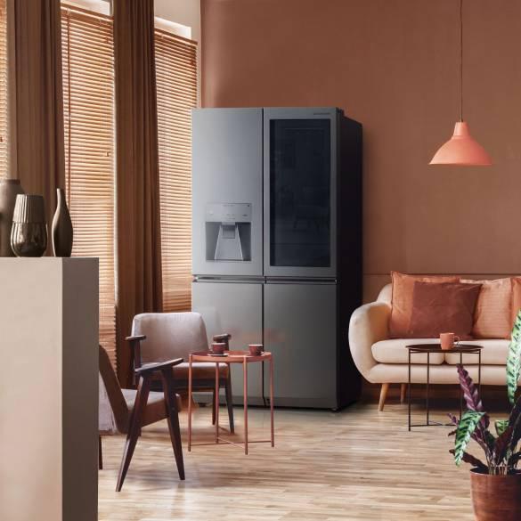 LG SIGNATURE Kühlschrank mit Korallen- und Tonelementen