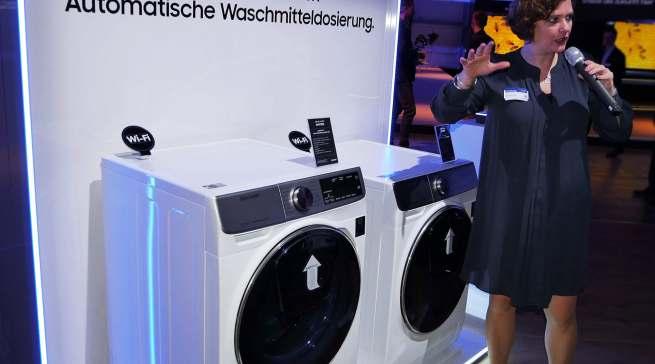 Diana Diefenbach stellte in Köln die Heros aus dem Samsung-Sortiment vor.