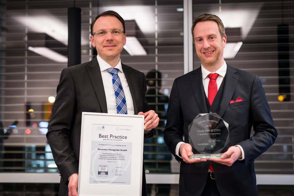 """Ausgezeichnet: Christian Uffmann, Electrolux Director Customer & Consumer Services für Deutschland und Österreich, freut sich über die erneute Aufnahme in den """"Club der Besten""""."""