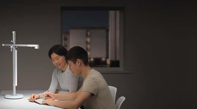 Die Dyson Lightcycle Arbeitsplatzleuchte bringt die idealte Arbeitsplatzbeleuchtung.