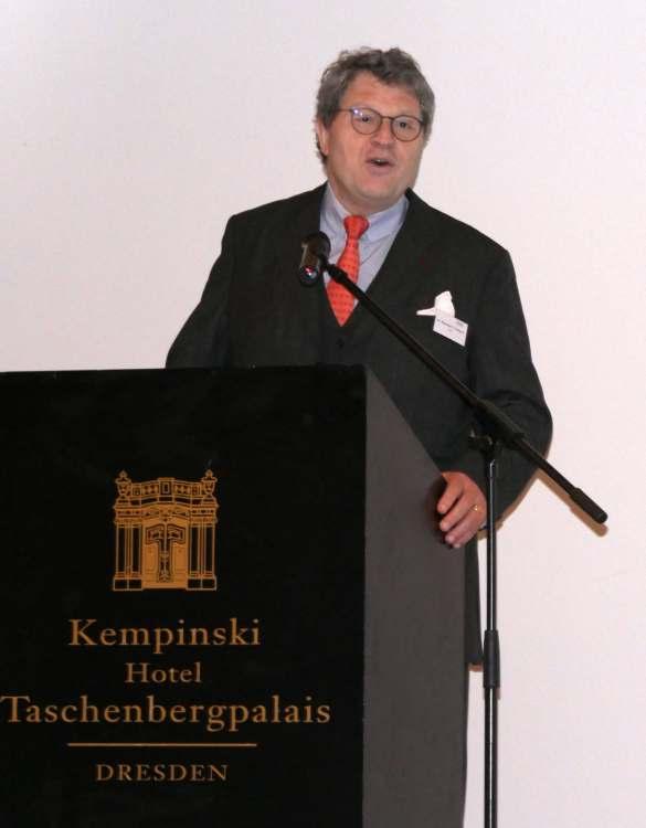 Dr. Reinhard Zinkann begrüßte in seiner Funktion als Sprecher der Hausgeräte-Fachverbände im ZVEI die Teilnehmer des Branchendialogs. Er betonte die Wichtigkeit des gemeinsamen Gedankenaustausches, regte zugleich eine Fortentwicklung des Formats an.
