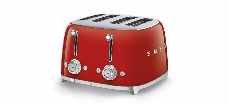 Erfolgreiches Trio von Smeg: hier der 4-Schlitz-Toaster aus der Designlinie 50's Style.