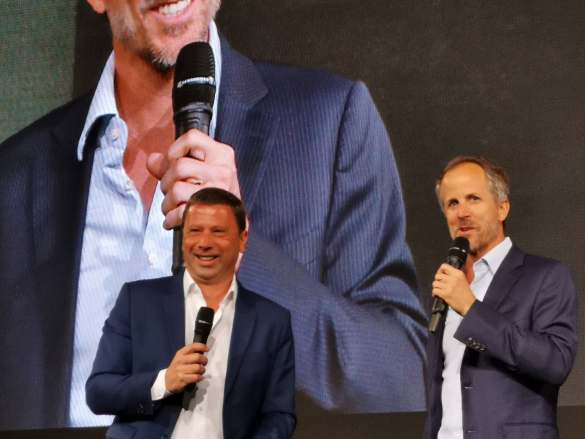 Jens Heithecker (l.) und Dr. Andreas Sennheiser kündigen Sennheiser als ersten globalen Audiopartner der IFA an.