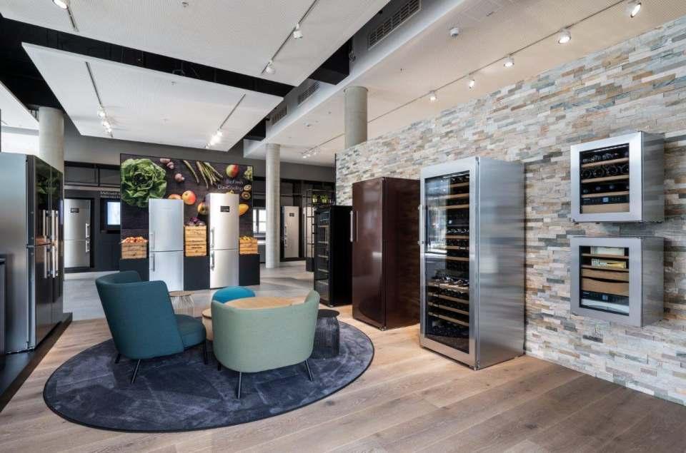 Auf gut 322 Quadratmetern können die Besucher das aktuelle Sortiment der Kühl- und Gefriergeräte von Liebherr hautnah erleben.