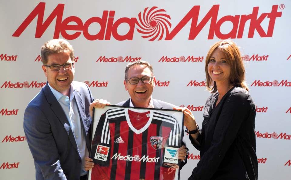 Das Lachen von 2015 ist mittlerweile allen Beteiligten abhandengekommen: der FC Ingolstadt und MediaMarkt schreiben derzeit keine Erfolgsgeschichte.
