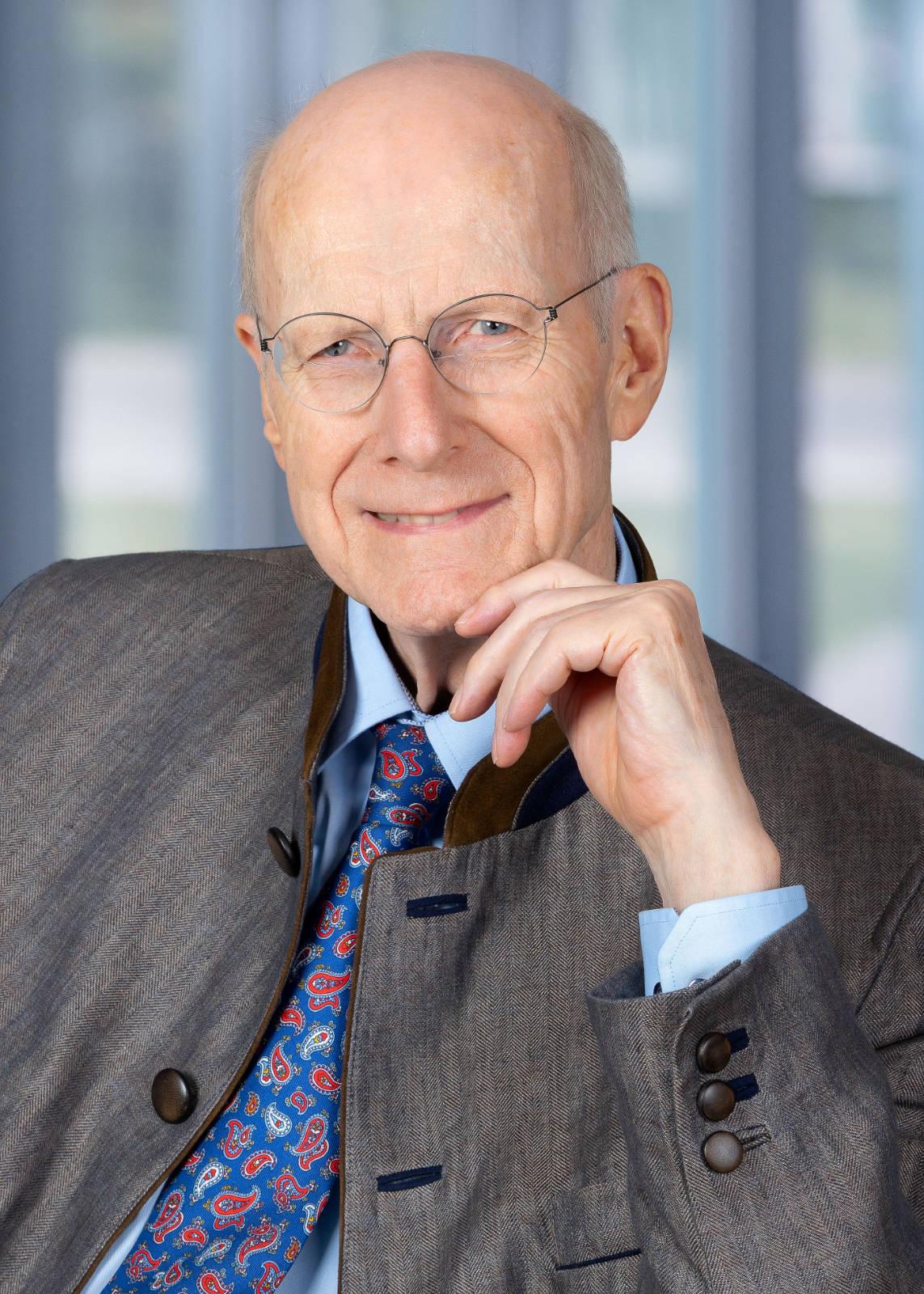 Hartmut Haubrich ist Gründer der Verbundgruppe ElectronicPartner und Vorsitzender des Verwaltungsrats der ElectronicPartner Handel SE.