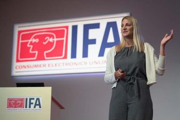 Führte durch die Hausgeräte-Neuheiten bei LG: Olivia Wintermeyer, Head of Product Marketing.