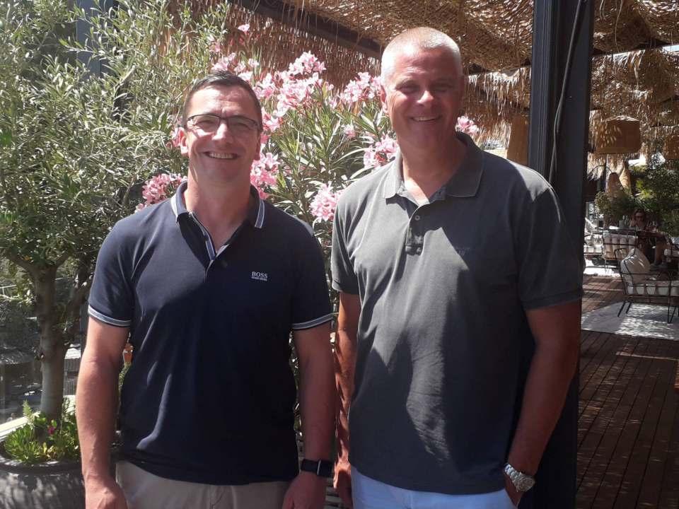 Bestens aufgelegt unter der Sonne Mallorcas, auch wenn es auf dem Markt turbulent zugeht: Kai Hillebrandt (r.) und Michael List (l.).