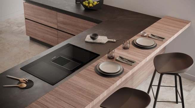Bauknecht präsentiert eine Kombination aus Induktionskochfeld und Dunstabzug. Diese modernen und formschönen Dunstabzüge sind oberflächig in das Kochfeld integriert und lassen sich ganz einfach elektronisch steuern.