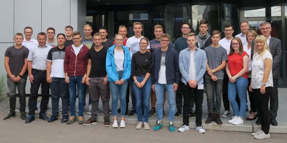 BSH- Personalleiterin Sandra Schönreiter begrüßte die Azubis und Studenten.