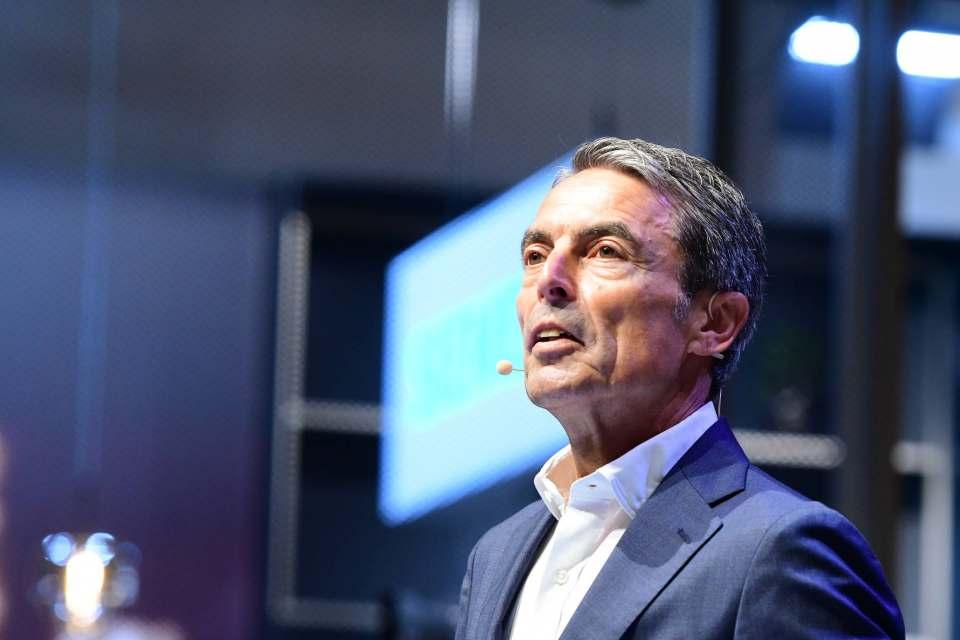 """""""Unsere Produkte tragen immer mehr zu intelligenten Systemlösungen bei"""", IFA-Presse-Auftakt mit Roland Hagenbucher (Siemens)."""