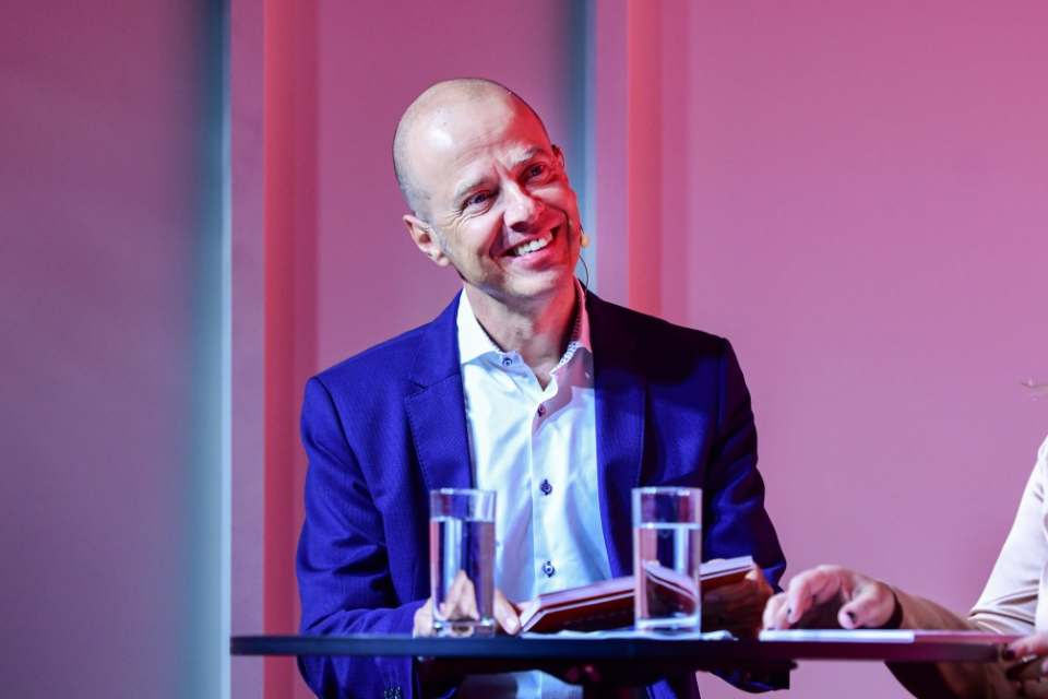 Doppelrolle für Mario Vogl als Northern Europe Regional Director: Vormittags stellte er den Auftritt von Beko auf der IFA vor, am Nachmittag folgte Grundig.