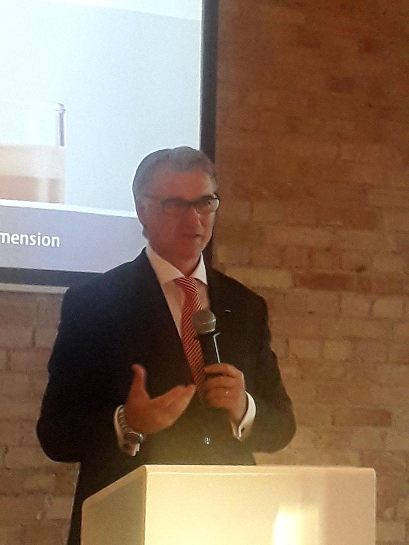 """""""Die Giga 6 ist ein Highlight, das Seinesgleichen sucht"""", Horst Nikolaus, Geschäftsführer Jura."""