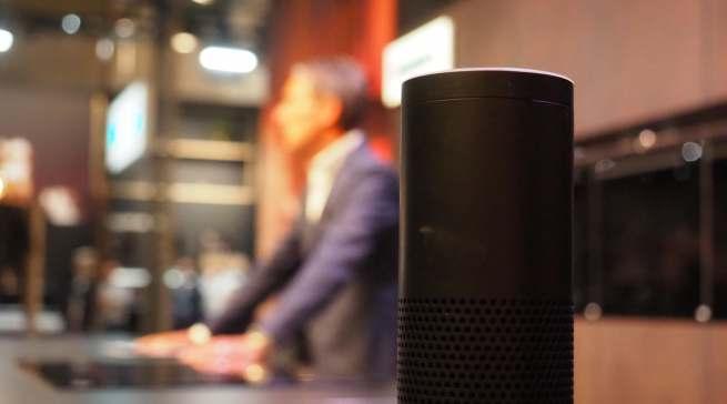 Hände nicht frei – kein Problem. Die Backofentür öffnet sich über Alexa per Sprachsteuerung.