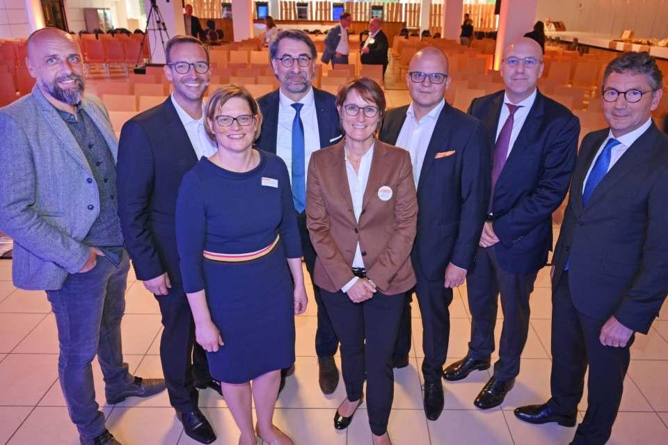 """Blickten weit über den Tellerrand: Die Gastgeber und Referenten des """"EK Retail Forum""""."""