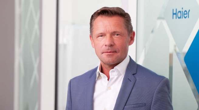 """Geschickt eingefädelt: Thomas Wittling, Geschäftsführer der Haier Deutschland GmbH, verstärkt """"seinen"""" Außendienst."""