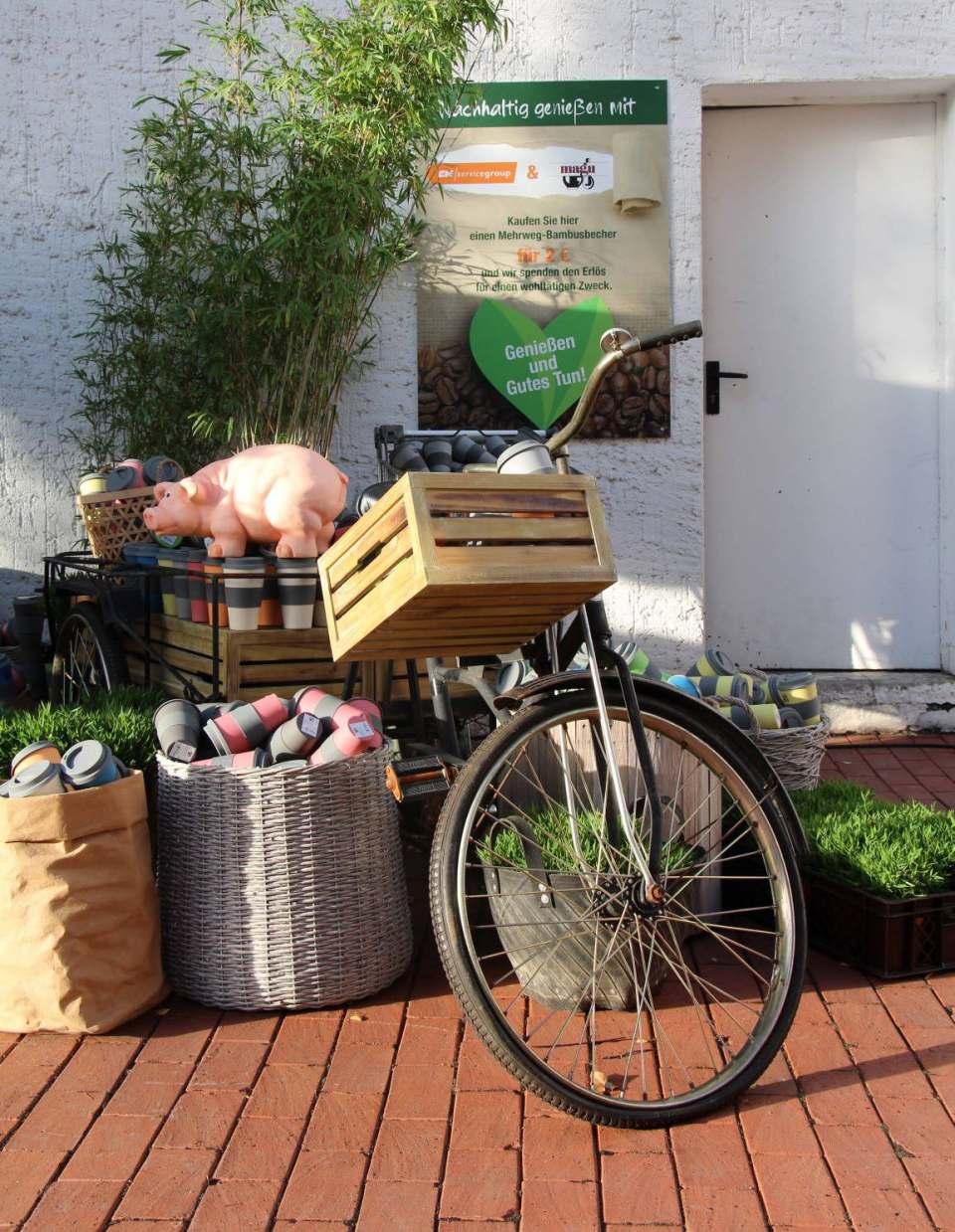 Auf der EK LIVE in Bielefeld im September: nachhaltige Spendensammlung mit wiederverwertbaren Bambus Bechern.