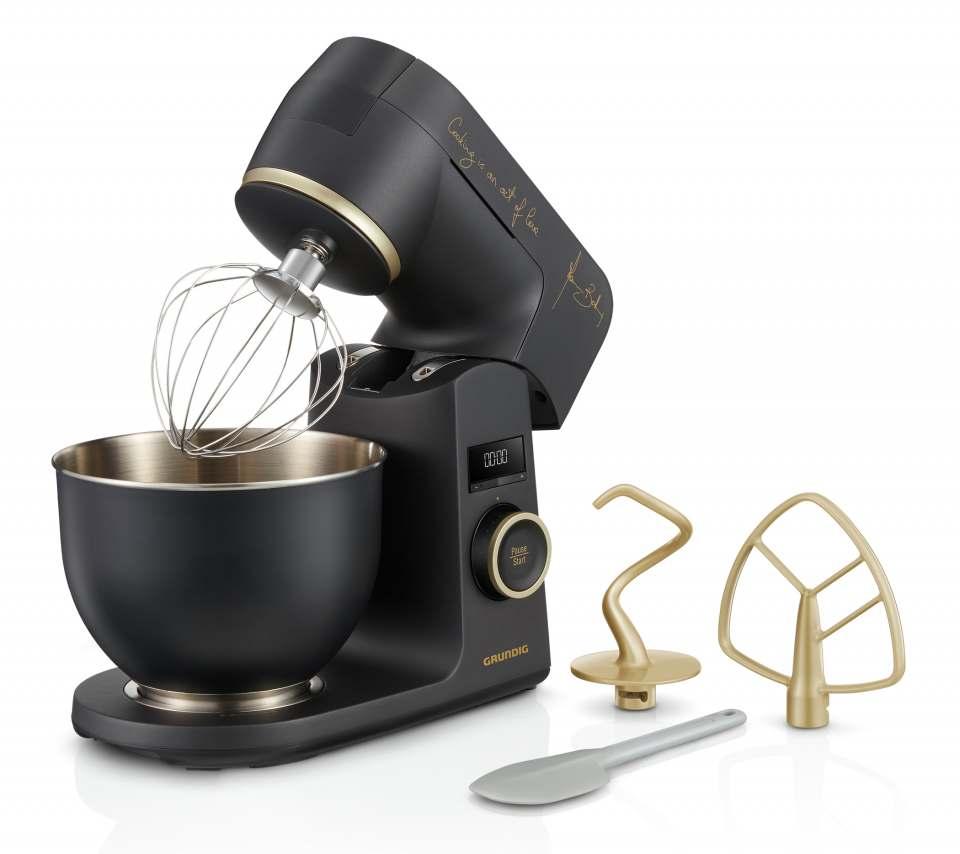 Grundig Küchenmaschine Massimo Bottura KMP 8650 MBC mit Unterschrift des Sternekochs.