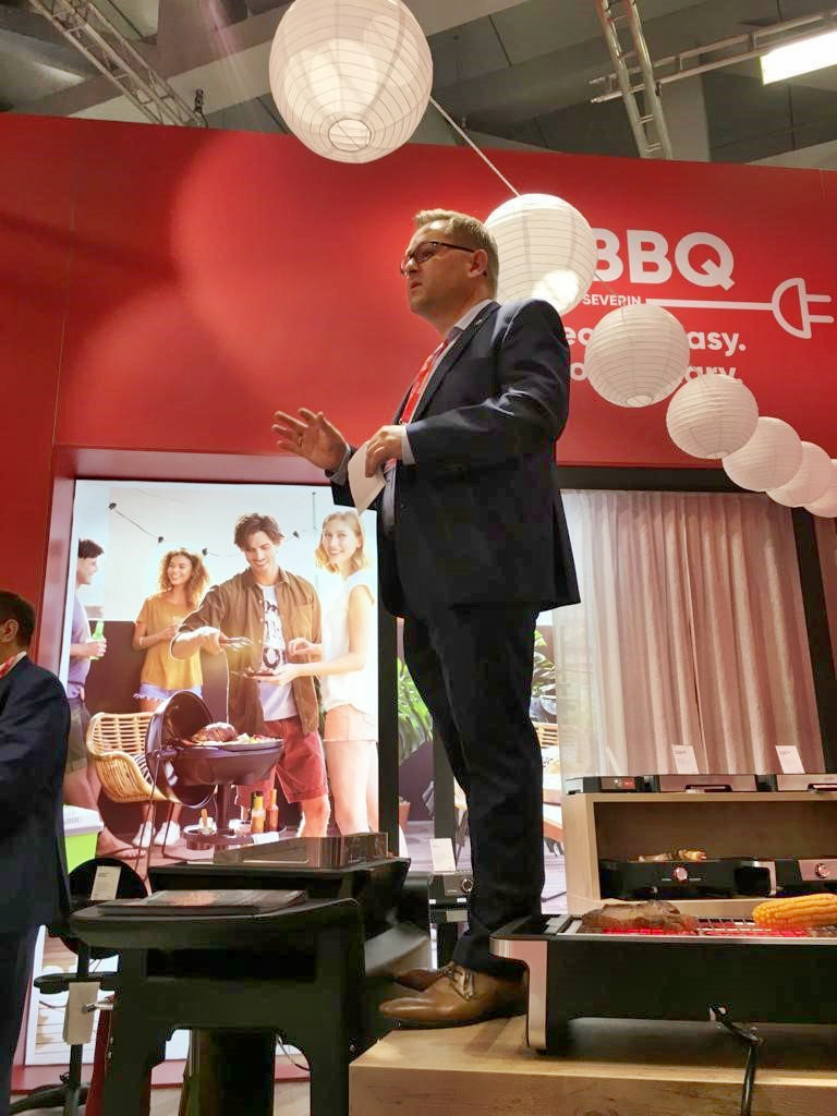 Angrillen! Christian Strebl moderiert die eBBQ-Premiere auf der IFA.