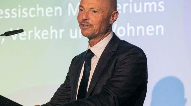 """""""Der Slogan Geiz ist geil ist mit Nachhaltigkeit nicht zu verbinden"""", Dr. Philipp Nimmermann, Staatssekretär im Hessischen Wirtschaftsministerium."""