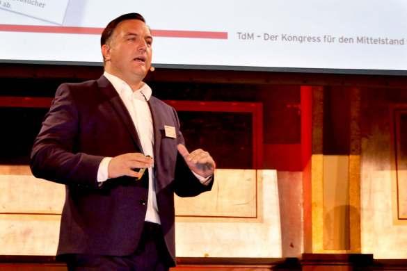 "Michael A. Huen, Vorstand der 1A Arbeitgeber AG: ""Unternehmen müssen zwangsläufig attraktiver werden, um den Bedarf an Fachkräften zu decken."""