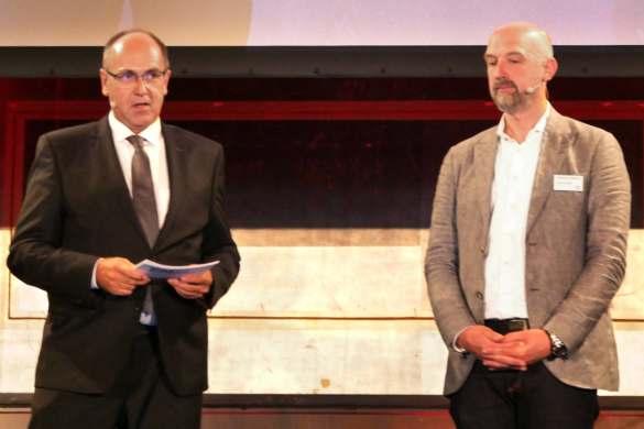 """René Efler und Sebastian Lindemann, Head of integrated Communications & Events bei Philips DACH tauschen sich zum Thema """"Mobile Arbeitsplätze"""" aus."""