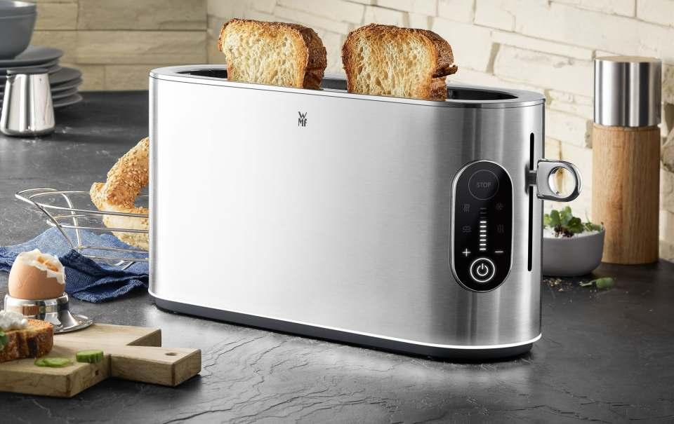 WMF Lumero Toaster mit LED-Beleuchtung am Geräte-Sockel.