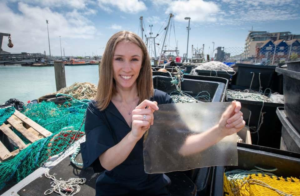 Rotalgen gegen Plastikmüll: Mit MarinaTex gewinnt Lucy Hughes den James Dyson Award.