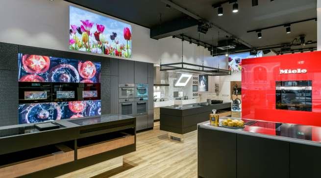Das digitale Herz von Miele schlägt künftig in Amsterdam, hier das Miele Experience Center mit einem Digital Signage-Gesamtkonzept als zentrales Element des neuen Store-Formats.