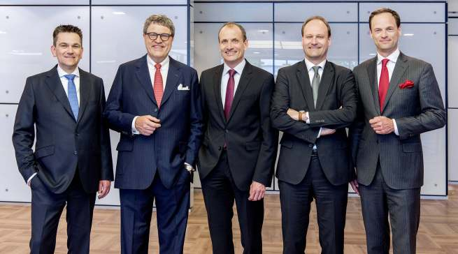 Die Geschäftsleitung der Miele Gruppe (v. l.): Dr. Stefan Breit (Technik), Dr. Reinhard Zinkann (Geschäftsführender Gesellschafter), Olaf Bartsch (Finanzen und Hauptverwaltung), Dr. Markus Miele (Geschäftsführender Gesellschafter) sowie Dr. Axel Kniehl (Marketing und Vertrieb).