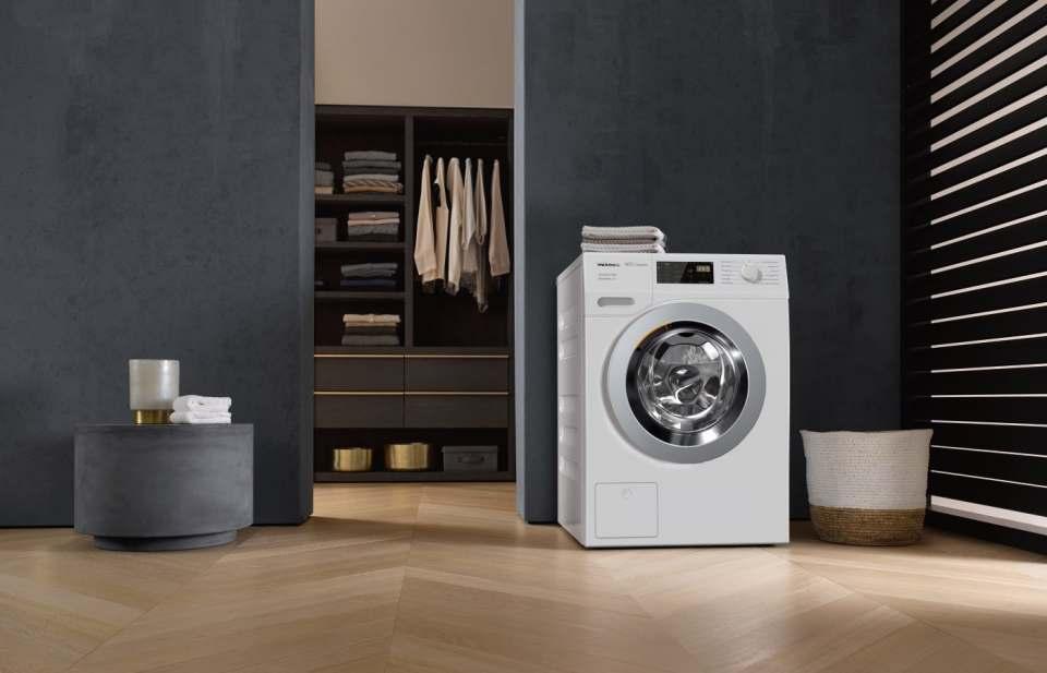 Die Miele-Waschmaschine WDB 330 WPS SpeedCare ist mit der Note 1,6 Testsieger der Stiftung Warentest (test-Ausgabe 11/2019).