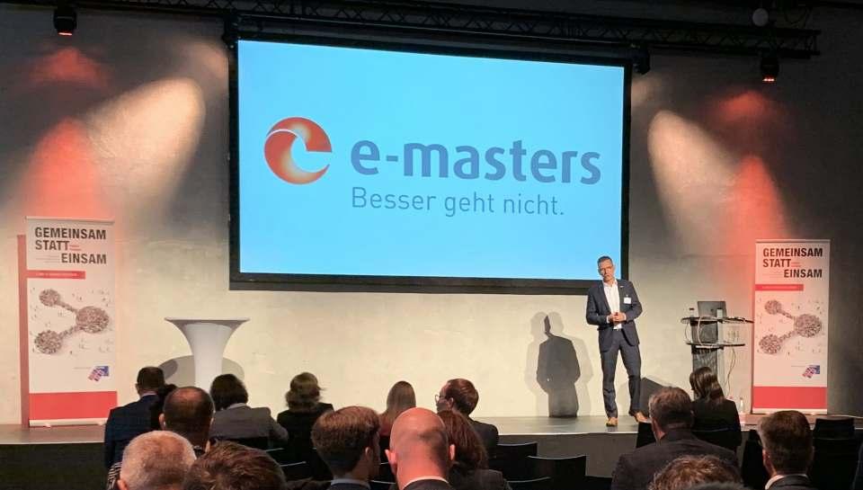 """e-masters Geschäftsführer Jens Gorr präsentiert Ergebnisse der Azubi-Kampagne """"Mach dir dein eigenes Bild!"""" (Foto: Mittelstandsverbund ZGV)"""