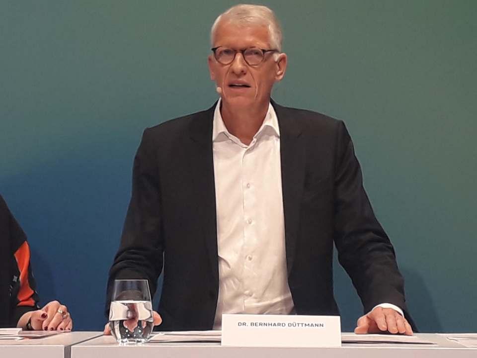 """""""Was wir ankündigen, das tun wir auch"""", Dr. Bernhard Düttmann."""
