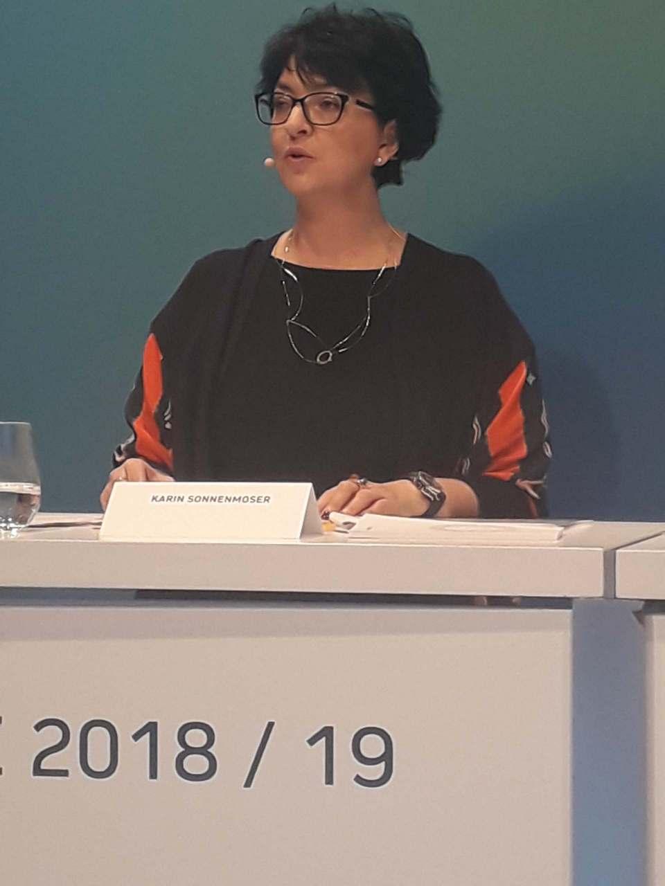 """""""Das Kosten- und Effizienzprogramm ist auf einem guten Weg und erfüllt unsere Erwartungen"""", Karin Sonnenmoser."""