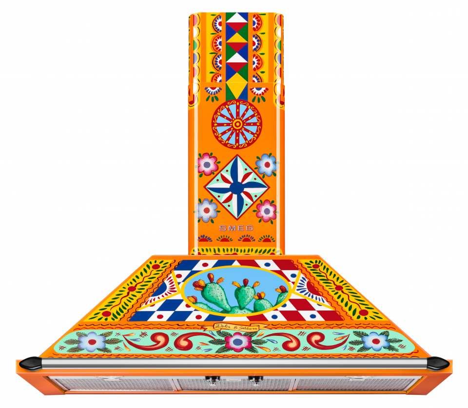Smeg Dunstabzugshaube Dolce & Gabbana mit sizilianischem Dekor in leuchtenden Farben