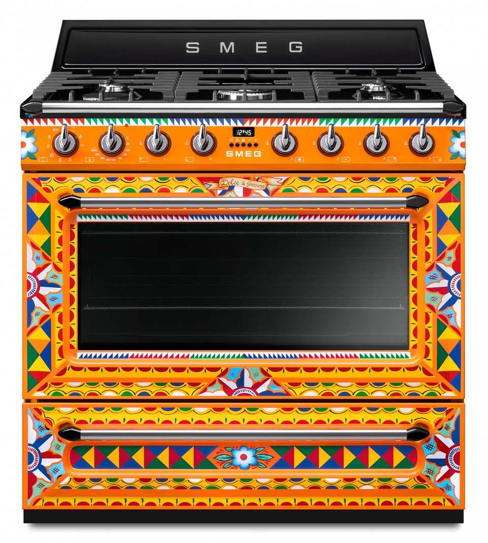 Smeg Kochzentrum Dolce & Gabbana mit sizilianischem Dekor-
