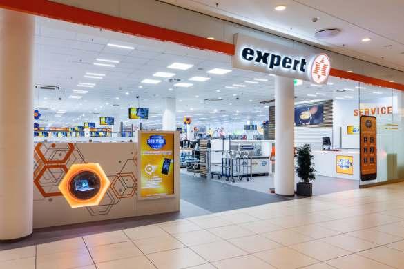 Der neue expert-Vorzeigemarkt in Langenhagen präsentiert sich mit einem großzügigen Eingangsbereich.