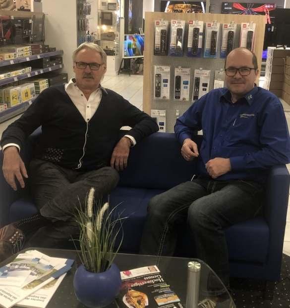 Rudolf Reill, Regionalleiter Fachmärkte Euronics (l.) und Uwe Baumann, Geschäftsführer Euronics XXL in Bayreuth.