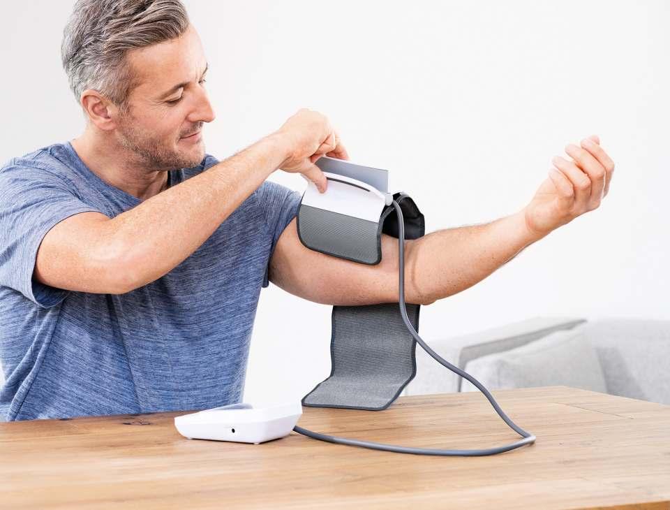 Beurer Blutdruckmessgerät BM 51 easyClip mit innovativer Manschette.