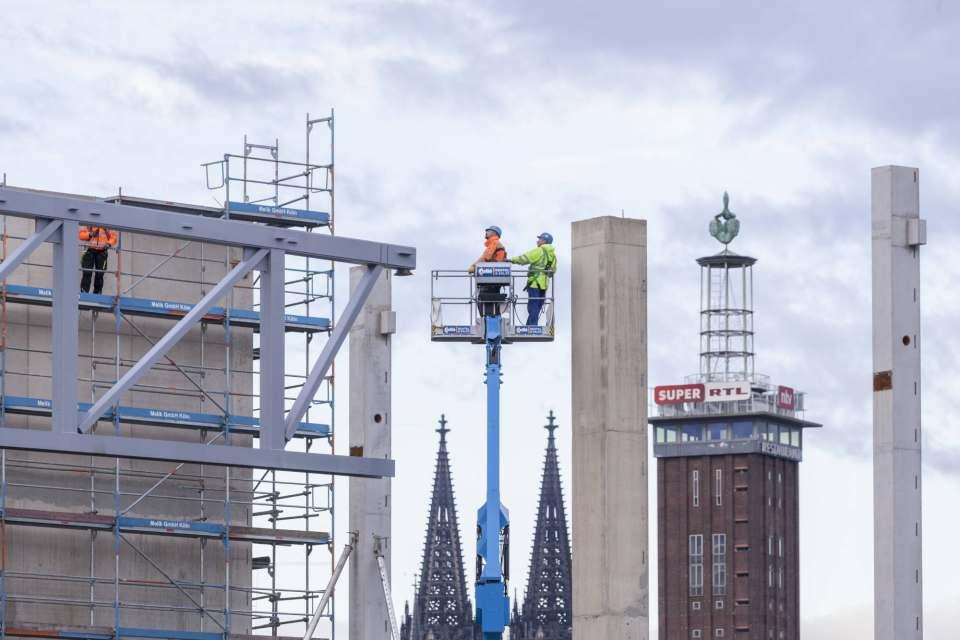 Ambitioniertes Projekt im Schatten der Domtürme: Der Neubau der Halle 1+ liegt im Plan. Fotos: Koelnmesse