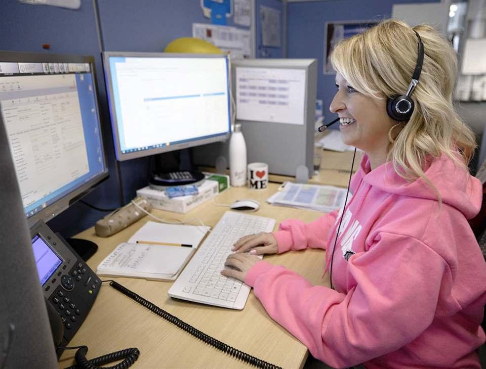 """""""Mit einem Lächeln am Telefon helfen wir unseren Kunden"""", weiß Wertgarantie Kundenberaterin Melanie Doernberg."""