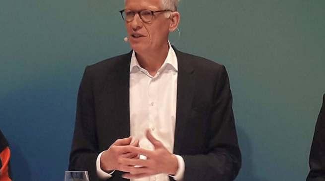 """""""Wir müssen das Unternehmen fit machen für den intensiven Wettbewerb, die Umbrüche im Markt und die Herausforderungen der kommenden Jahre"""", Ceconomy CEO Dr. Bernhard Düttmann."""