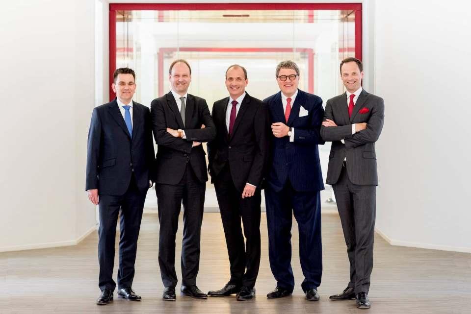Die Geschäftsleitung der Miele Gruppe (v. l.): Dr. Stefan Breit (Technik), Dr. Markus Miele (Geschäftsführender Gesellschafter), Olaf Bartsch (Finanzen und Hauptverwaltung), Dr. Reinhard Zinkann (Geschäftsführender Gesellschafter) sowie Dr. Axel Kniehl (Marketing und Vertrieb).