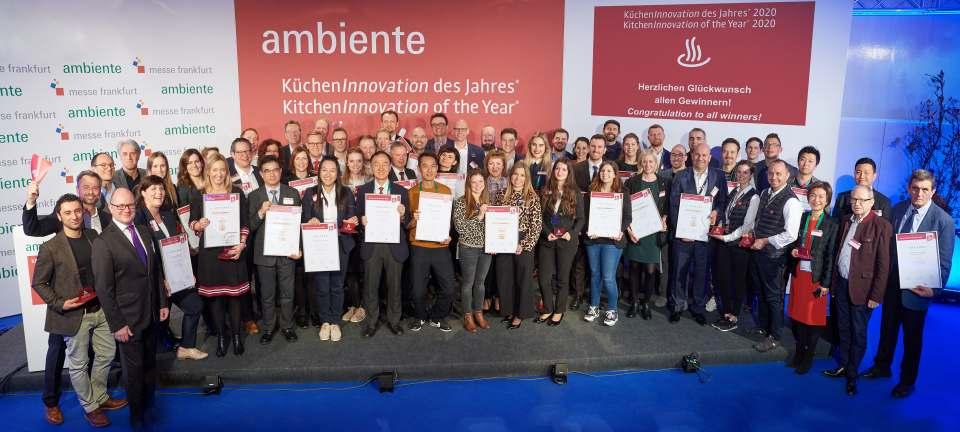 """Klassentreffen: Die Sieger beim Wettbewerb """"KüchenInnovation des Jahres"""" auf der Ambiente in Frankfurt."""