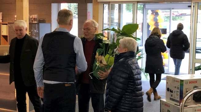 Eine bekannte Adresse: Zur Eröffnung kamen viele Gäste und Kunden nach Friedrichsfehn.